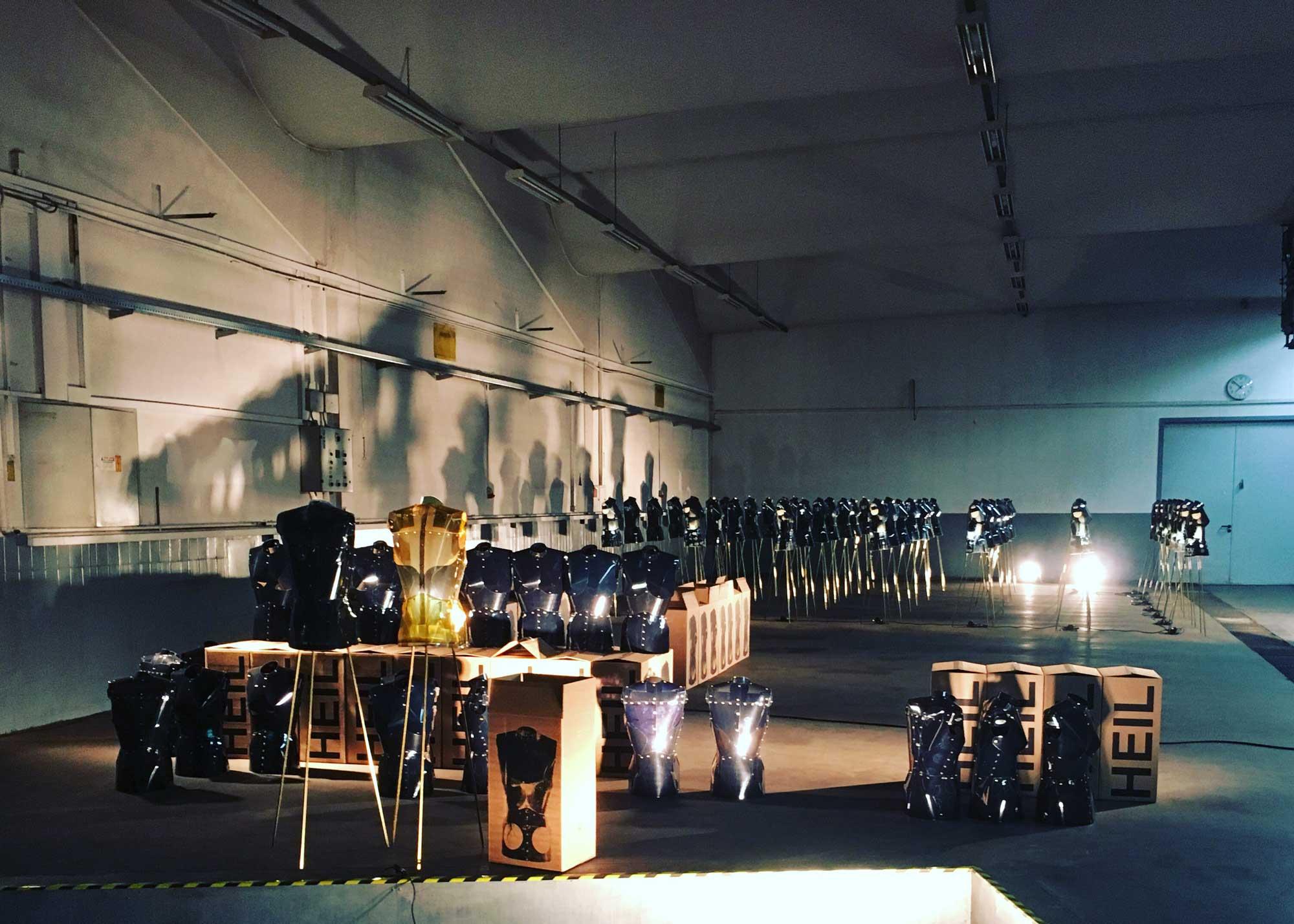 Karl Wiedemann Meister², Lichtdesign, Ausstellung: Heil (2)